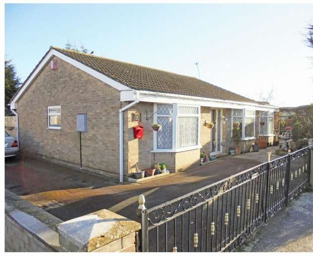 4 Bedrooms Detached Bungalow for sale in Merring Close, Stockton-on-Tees, Durham