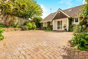 4 Bedrooms Bungalow for sale in Greenways, Ovingdean, Brighton, East Sussex