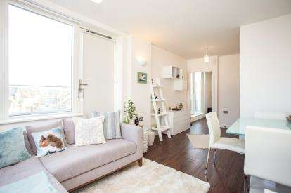 1 Bedroom Flat for sale in Futura Apartments, 11 High Street, Edgware, London