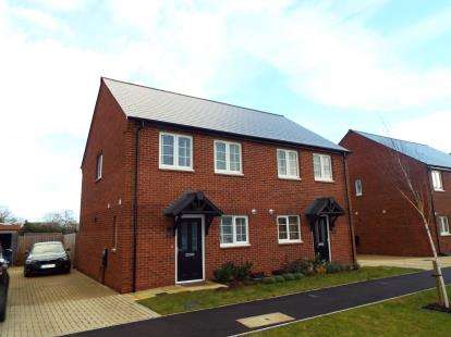 2 Bedrooms Semi Detached House for sale in Hampden Square, Upper Heyford, Bicester, Oxfordshire
