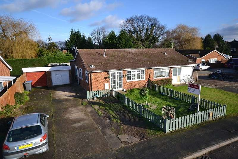 4 Bedrooms Semi Detached Bungalow for sale in Chertsey