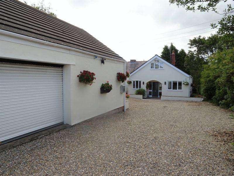 3 Bedrooms Semi Detached Bungalow for sale in Aberoer, Wrexham