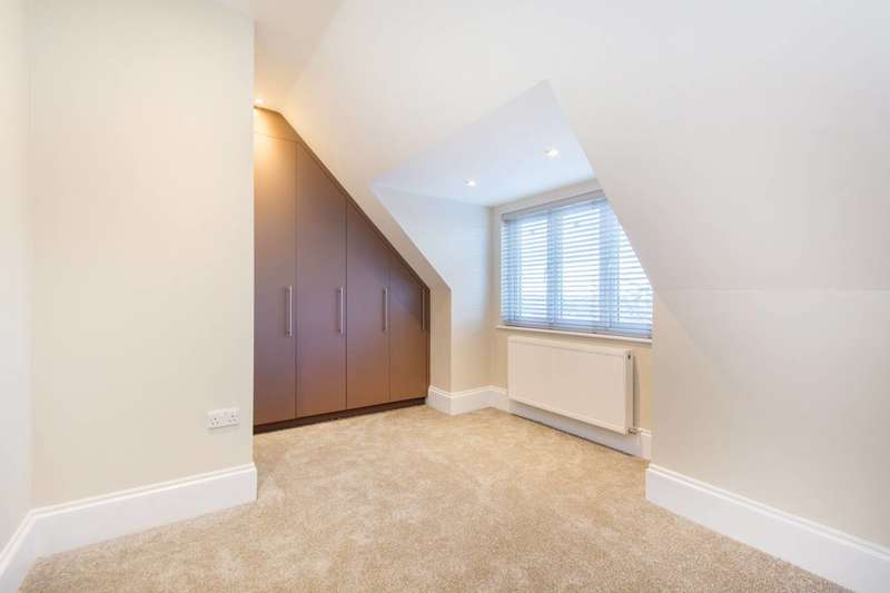 2 Bedrooms Flat for rent in Heathhurst Road, South Croydon, CR2