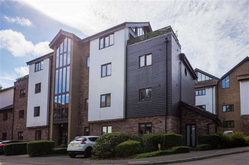 3 Bedrooms Flat for sale in Coach House Mews, Ferndown, Dorset