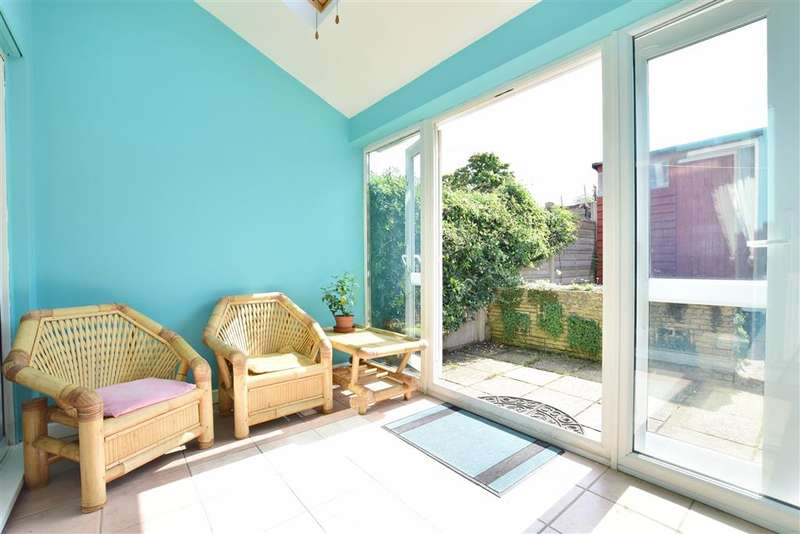 4 Bedrooms End Of Terrace House for sale in Cuckfield Close, , Bewbush, Crawley, West Sussex