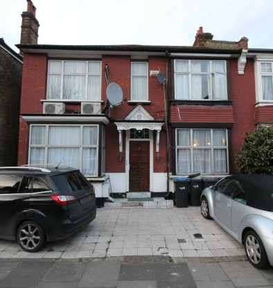 3 Bedrooms Flat for sale in Sidney Avenue, London, Greater London, N13 4UY