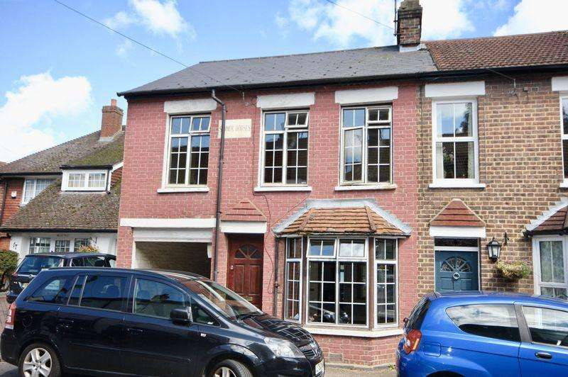 3 Bedrooms End Of Terrace House for sale in Slip End *Refurbishment Project*