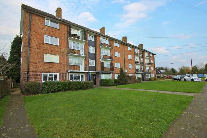 2 Bedrooms Flat for sale in Rowland Way, Ashford, TW15