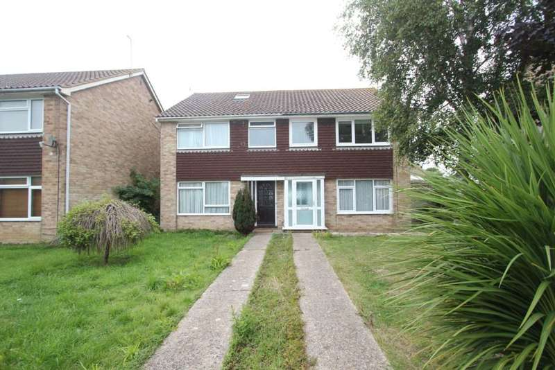 3 Bedrooms Semi Detached House for rent in The Paddocks
