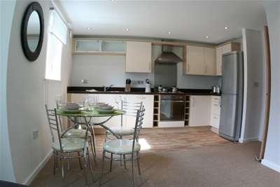 2 Bedrooms Flat for rent in Bailey Court, Warrington, WA2