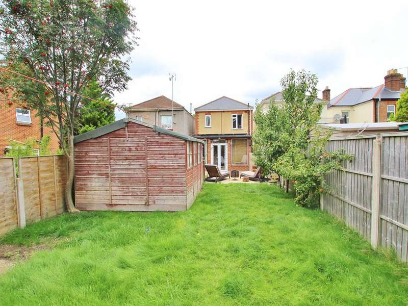 3 Bedrooms Detached House for sale in Foxholes Road, Poole, BH15