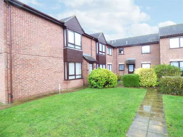 2 Bedrooms Flat for sale in Battisford Drive, Clacton-on-Sea, Essex