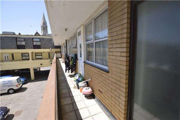 2 Bedrooms Flat for sale in Alan Court, Terrace Road, ST LEONARDS-ON-SEA, East Sussex, TN37 6BL