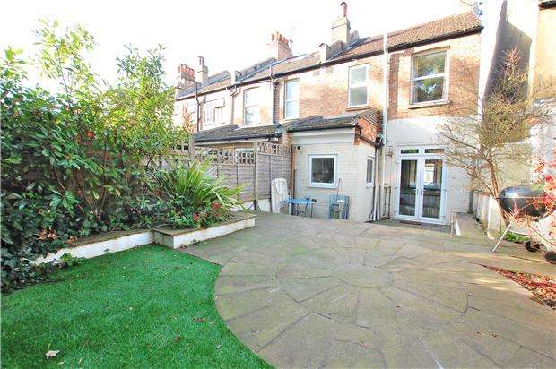 2 Bedrooms End Of Terrace House for sale in Edward Road, COULSDON, Surrey, CR5 2NQ