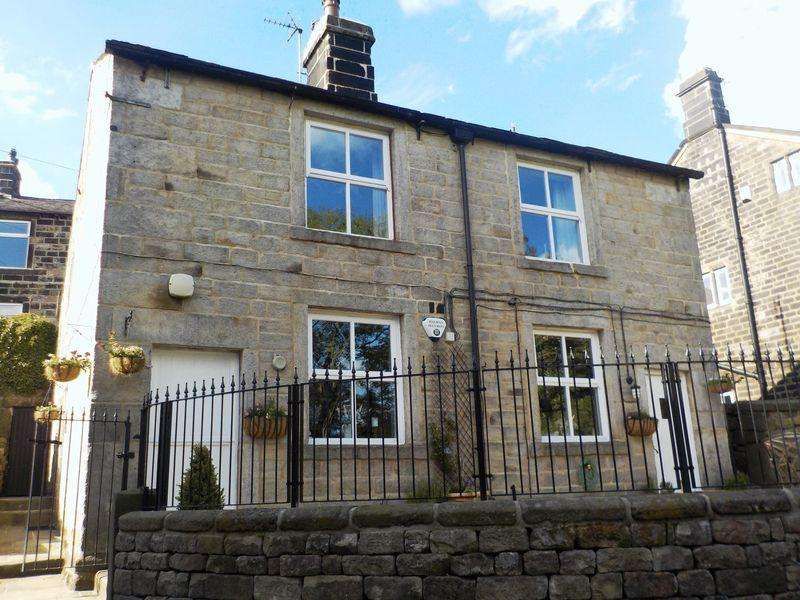 4 Bedrooms Detached House for sale in Higher Eastwood, Todmorden