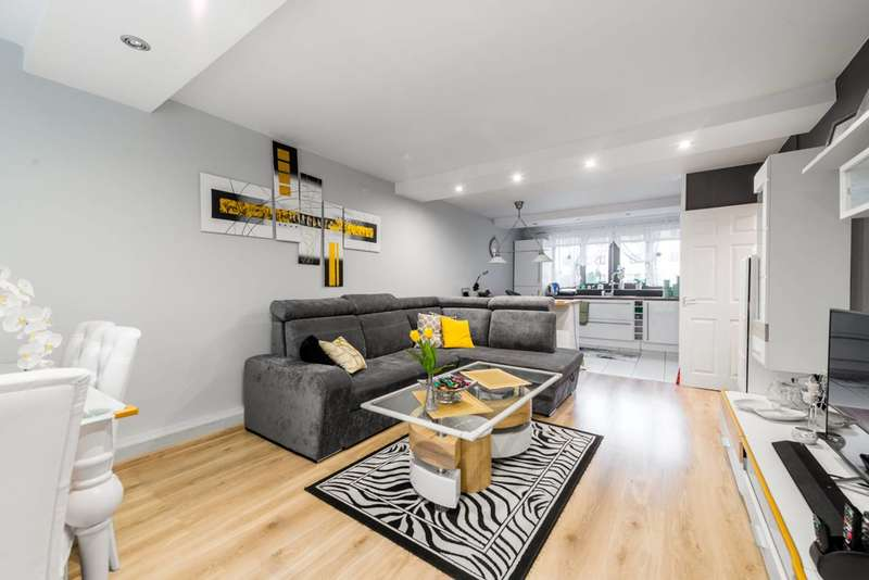 2 Bedrooms Flat for sale in Summerwood Road, Isleworth, TW7