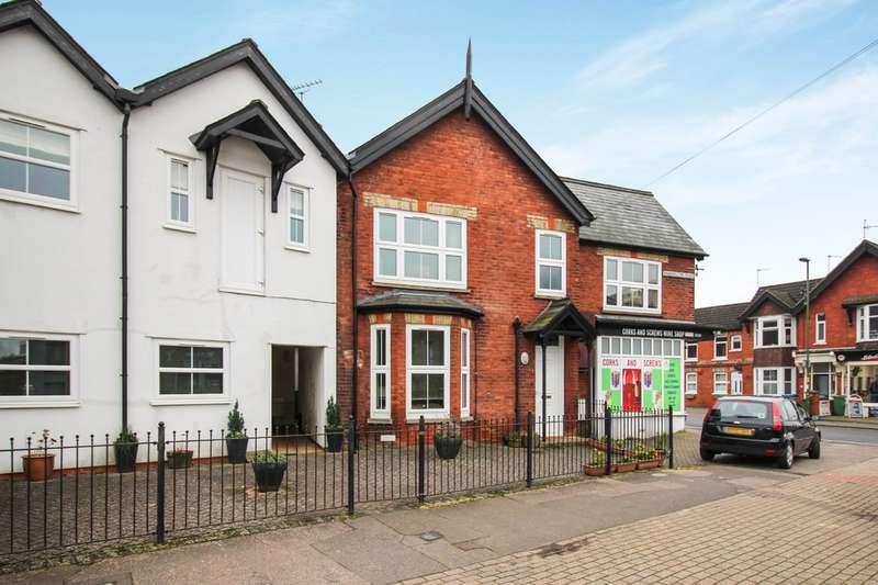 2 Bedrooms Maisonette Flat for sale in Barrington Road, Horsham