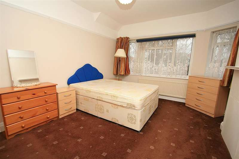 Semi Detached House for rent in Osterley