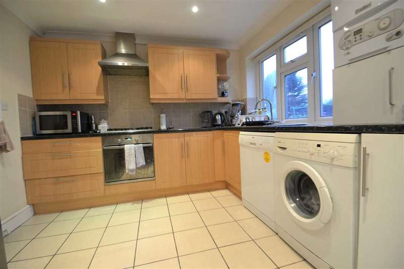 4 Bedrooms Terraced House for rent in Dellwood Gardens, Clayhall, Ilford