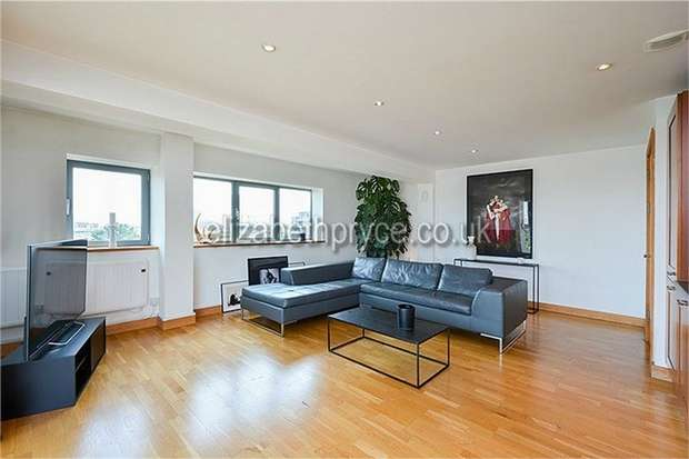 2 Bedrooms Flat for sale in Iron Works, 58 Dace Road, London