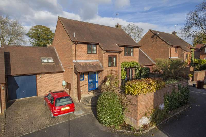 3 Bedrooms Detached House for sale in Walnut Tree Court, Goring, Reading, RG8