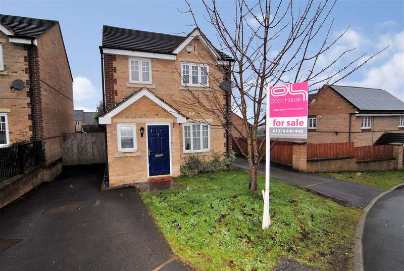 3 Bedrooms Detached House for sale in Corsair Avenue, Bradford