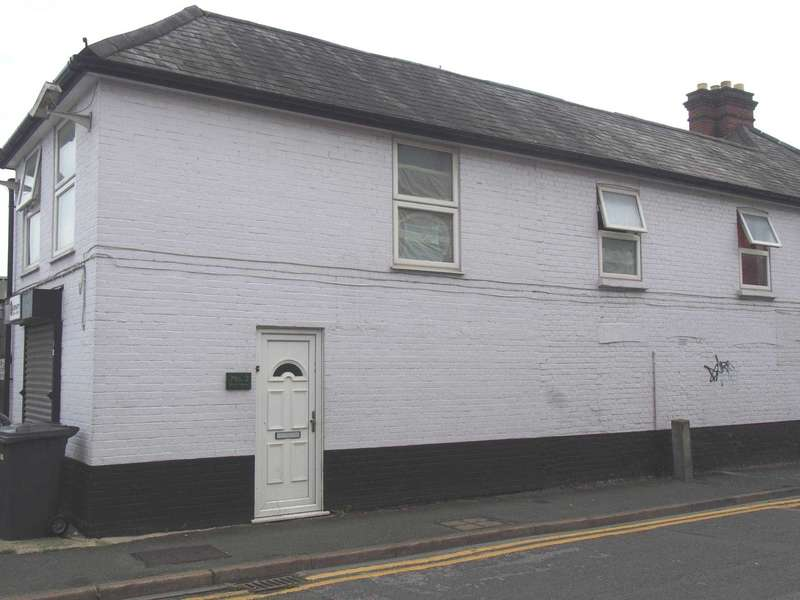 3 Bedrooms Flat for rent in Short Street, High Wycombe