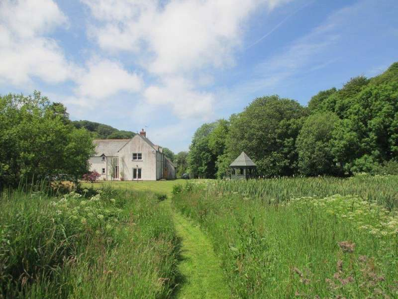5 Bedrooms Detached House for sale in Llanychaer, Fishguard