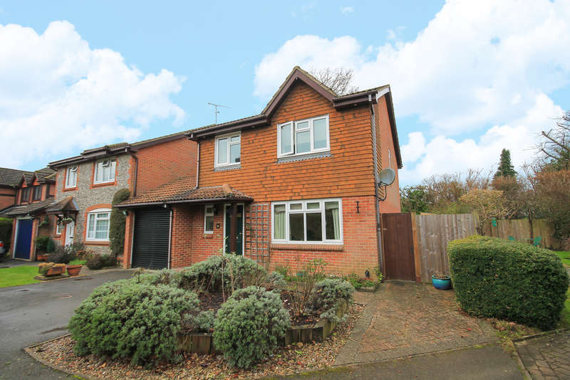 4 Bedrooms Detached House for sale in Butterfield, East Grinstead