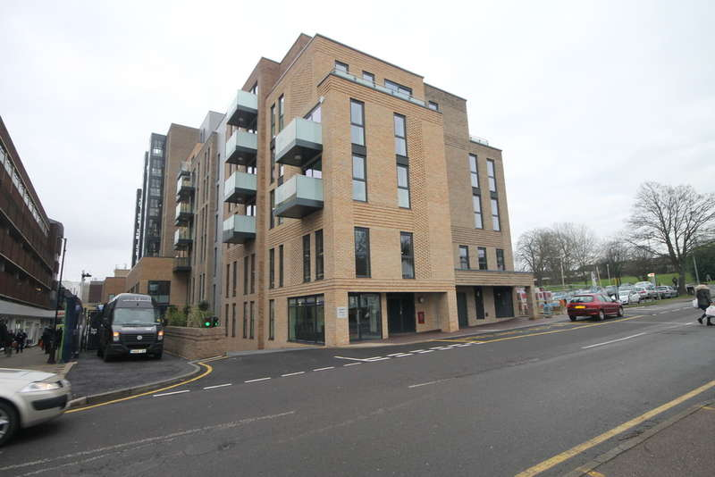 2 Bedrooms Flat for rent in Homefield Rise, Orpington