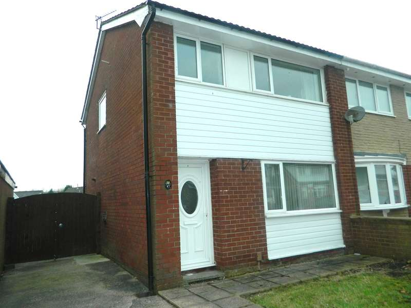 3 Bedrooms Semi Detached House for sale in Crediton Drive, Platt Bridge, Wigan, WN2