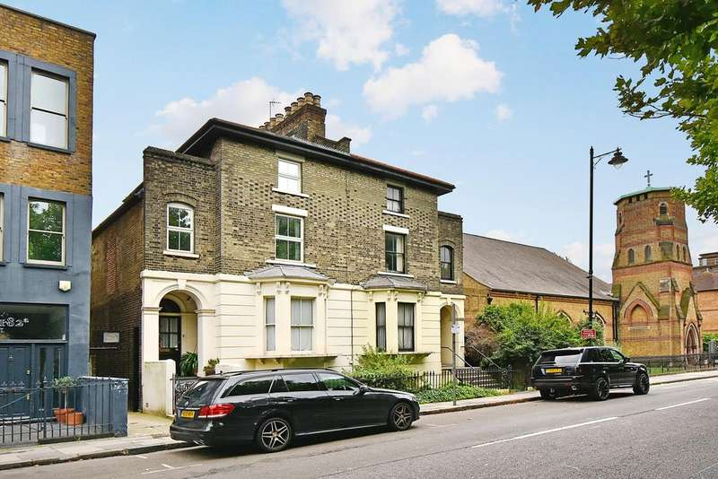 2 Bedrooms Flat for sale in Grove Road, Bow, London