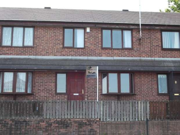 3 Bedrooms Terraced House for rent in Montague Street, Little Horton, BD5