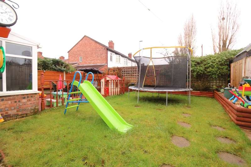 4 Bedrooms Semi Detached House for sale in Laburnum Road, Denton, Manchester, M34
