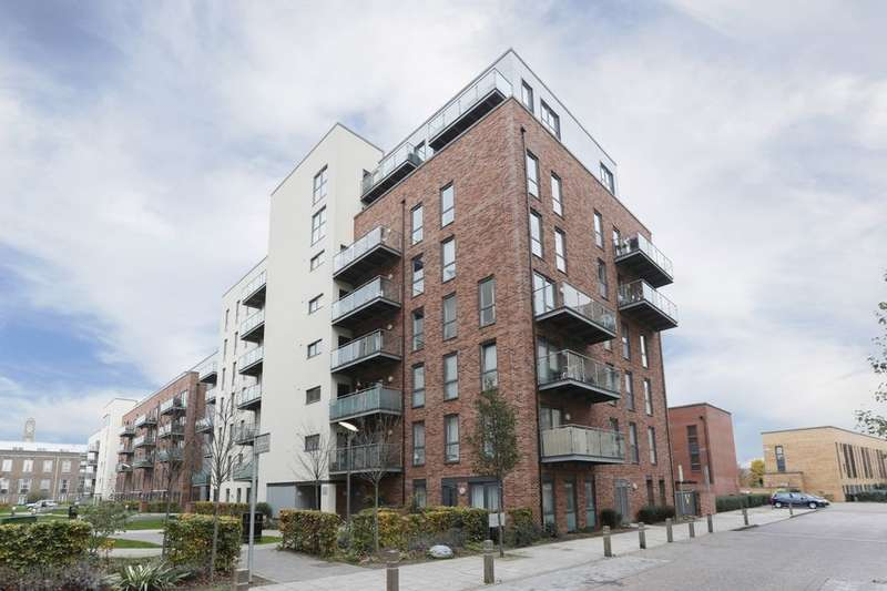 3 Bedrooms Flat for sale in Honour Gardens, Dagenham, RM8