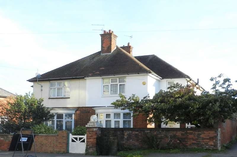 3 Bedrooms Semi Detached House for sale in Victoria Road, Mablethorpe, LN12