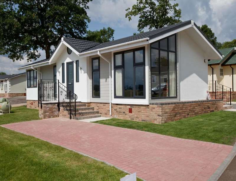 2 Bedrooms Detached Bungalow for sale in Wardleys Lane, Hambleton, Poulton-Le-Fylde, FY6