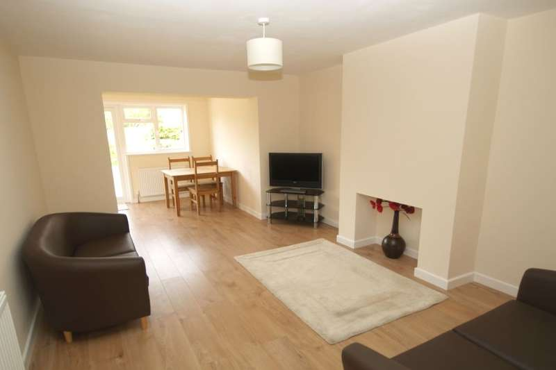 2 Bedrooms Semi Detached Bungalow for sale in Longfields Road, Thorpe St Andrew, Norwich, NR7