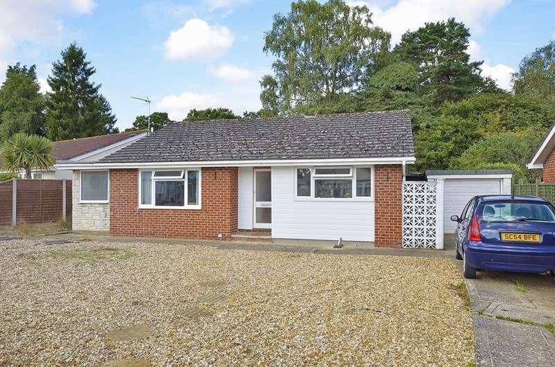 3 Bedrooms Detached Bungalow for sale in Heathfield Road, West Moors, Ferndown