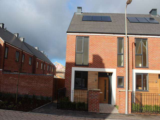 2 Bedrooms House for rent in Hannah Drive, Locking Parklands, Weston-super-Mare