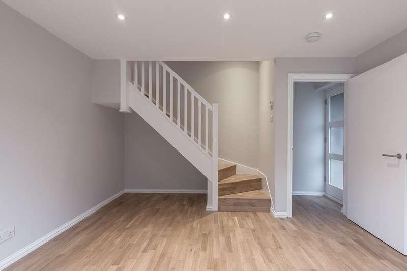 2 Bedrooms Maisonette Flat for rent in Stirling Way Welwyn Garden City AL7