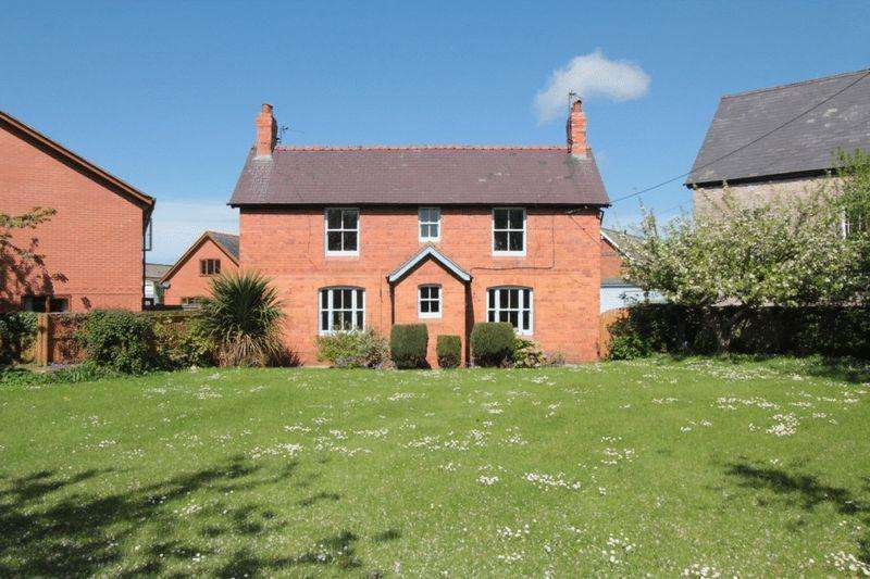 4 Bedrooms Detached House for sale in Gellifor, Ruthin