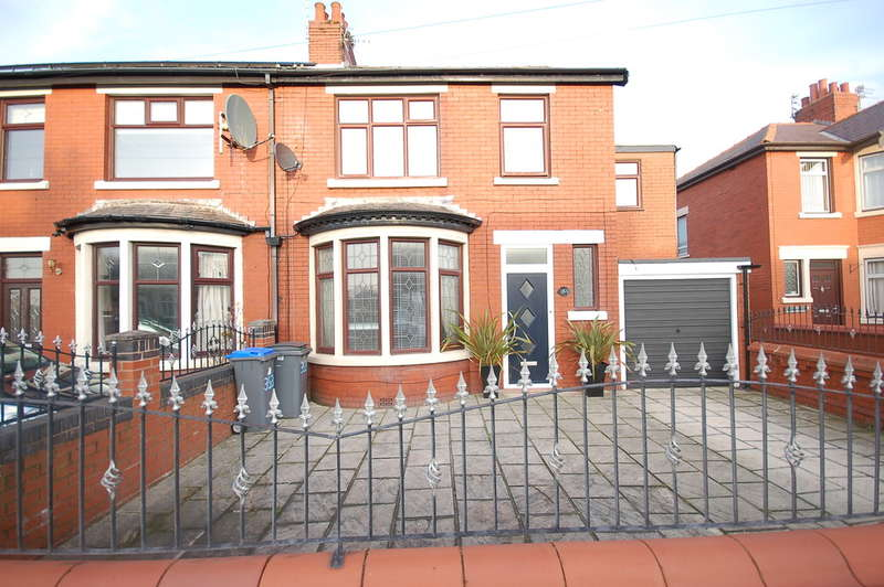 5 Bedrooms Semi Detached House for sale in Hawes Side Lane, Blackpool