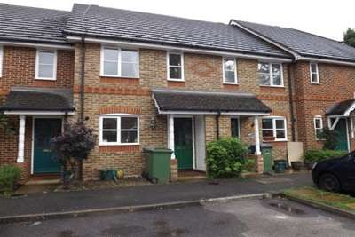 2 Bedrooms House for rent in Paget Place, Thames Ditton, KT7
