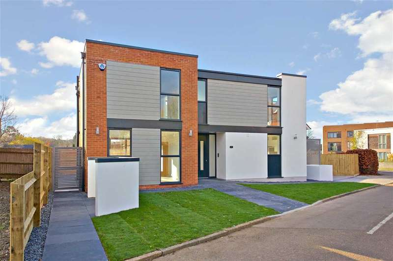 3 Bedrooms Detached House for sale in Mostyn Road, Bushey, BUSHEY