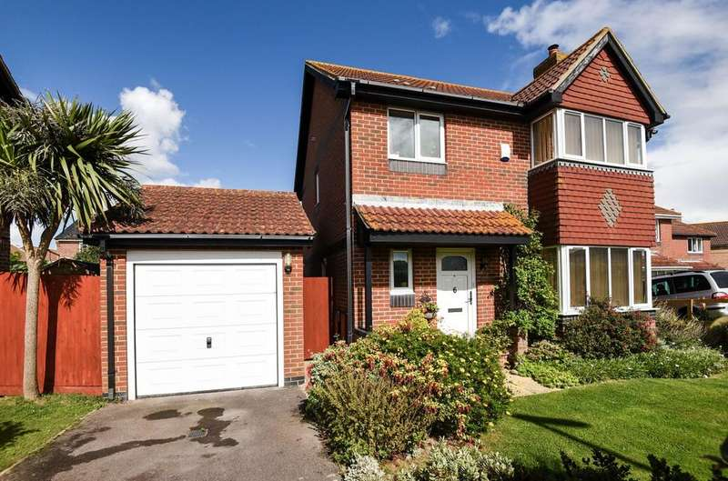 3 Bedrooms Detached House for sale in Avebury Close, Bracklesham Bay, PO20