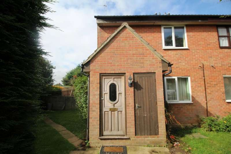 1 Bedroom Maisonette Flat for sale in Gibson Close, North Weald, CM16