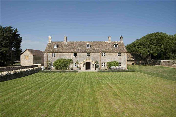 5 Bedrooms House for rent in Hughes Farmhouse, Alderton, Wiltshire, SN14