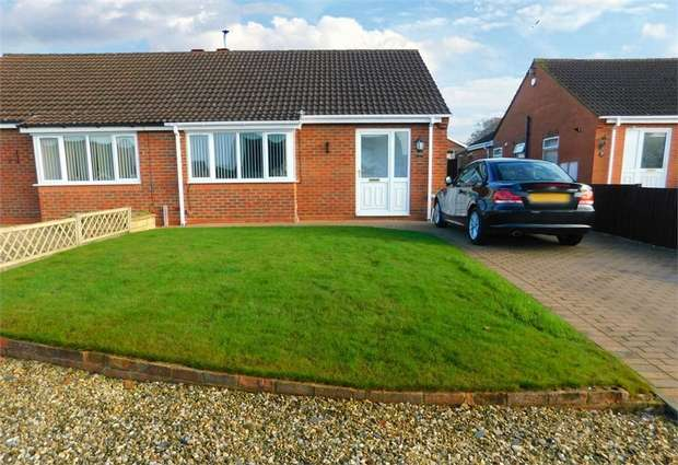 2 Bedrooms Semi Detached Bungalow for sale in Tennyson Close, Caistor, Market Rasen, Lincolnshire