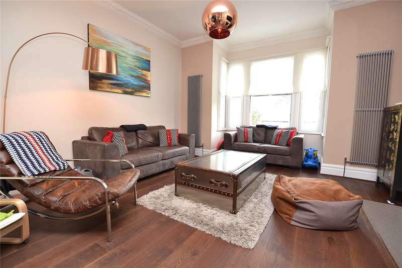 4 Bedrooms Semi Detached House for sale in Woodville Road, Barnet, Hertfordshire, EN5